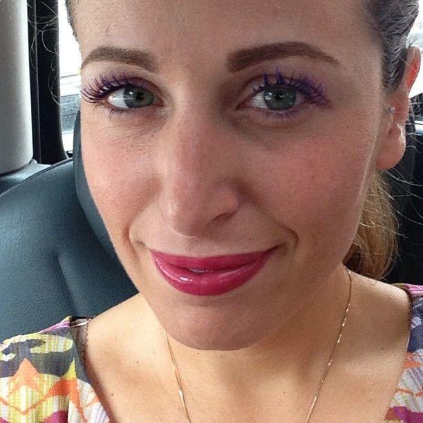 Buongiorno !!! Trucco veloce mascara viola e gloss fucsia ;-) un mio amico mi fa uno strappo in macchina per far la spesa … Il mio frigo e' super vuoto ;-)