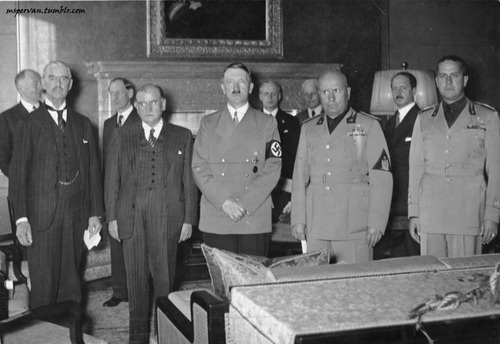Chamberlain, Daladier, Hitler, Mussolini, and Ciano at the Munich Conference, Germany, 29 Sep 1938 /German Federal Archive