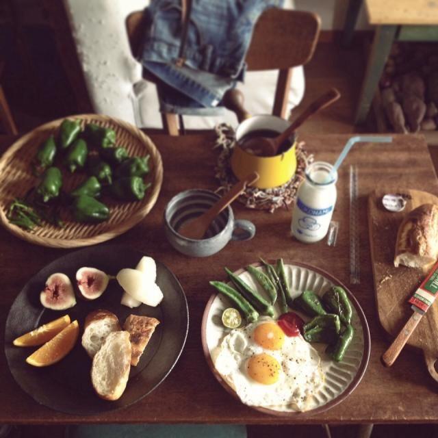 """..  みどりの焼き野菜と、 きのことわかめのスープと、 くだものと、 常滑やきもの散歩道の バケットとミルク。 - 207件のもぐもぐ - """" 本日の収穫 。と、 """" by KINUKE"""