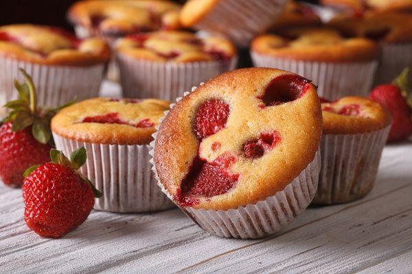 Ez az egyik legfinomabb tavaszi süti! Az epres muffint a kezdők is bátran bevállalhatják!