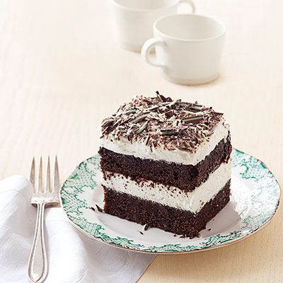 This delicious-looking Grasshopper Tiramisu is a cinch to make. #desserts #recipes: Food Recipes, Casseroles Recipes, Cake, Good Housekeeping, Chocolates Desserts Recipes, Recipes Good, Grasshopper Turamisu, Housekeeping Grasshopper, Grasshopper Tiramisu