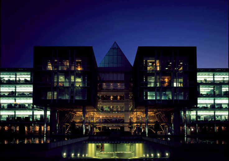 Anne-Lise Botha // Vodacom corporate architectural exterior - twilight www.openwindow.co.za