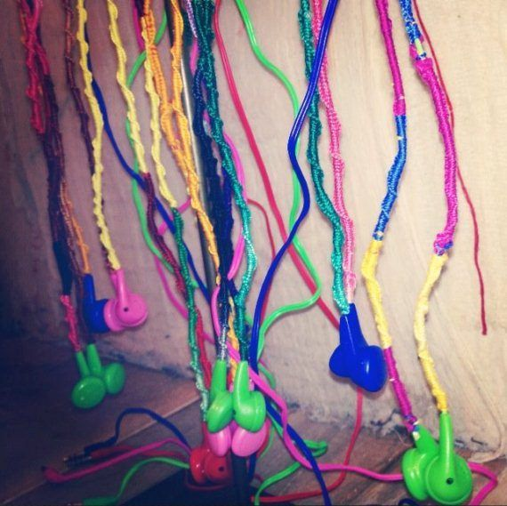 DIY Wrapped Headphones, really cool idea! This is how I use to make friendship bracelets.