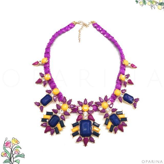 Collar de Pedreria Morado-Amarillo-Azul en Oparina. #oparina #statementnecklace #boho #bohochic  #madewithstudio