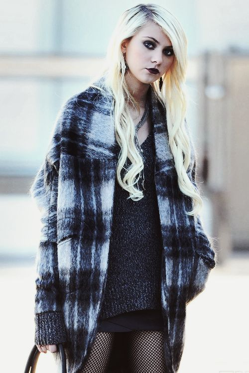 Examples of BOHO PUNK ROCKER FASHION ~Taylor Momsen~