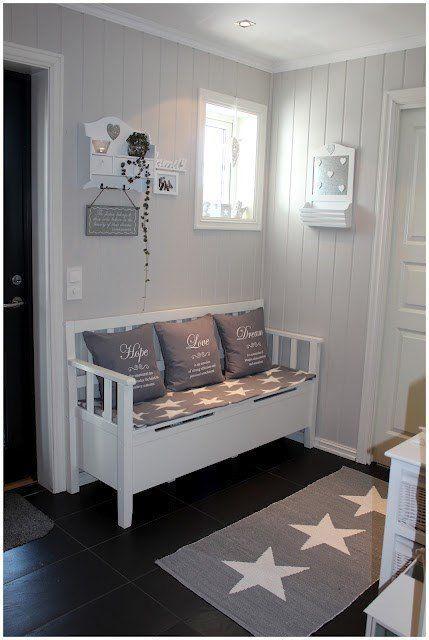 Una gallery di idee romantiche per rinnovare l'ingresso della casa in stile Shabby.