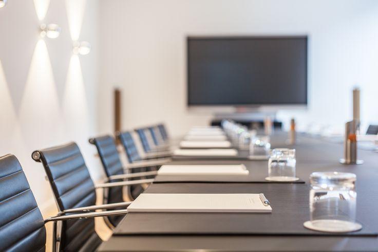 Raumkapazitäten von 2 bis 32 Personen in verschiedensten Möblierungsvarianten wie z. B. Theaterbestuhlung, U-Form, Block, etc. verfügbar
