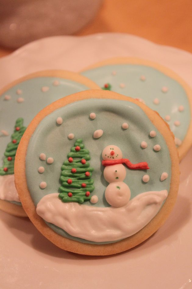 Snow Globe Sugar Cookies. So cute, but I do not have that kind of patience.  I might make one:-)