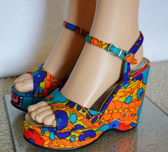 Nos Vintage 1960's Women's PsYcHeDeLiC NeOn HaWaiian Wedged PLATFORM HiPPiE Shoes SaNdaLs Size 6.5 6 1/2 7 - Never Worn