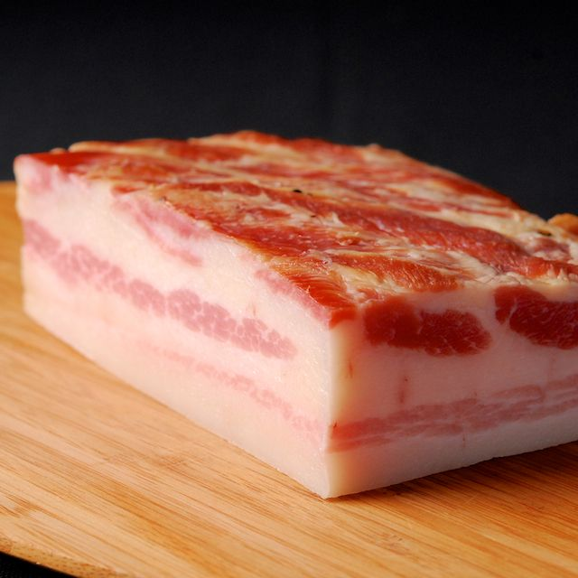 How to make bacon : http://www.ouichefnetwork.com/oui_chef/2013/02/makin-bacon.html#