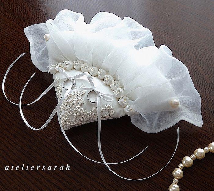 White fan-shaped ring pillow