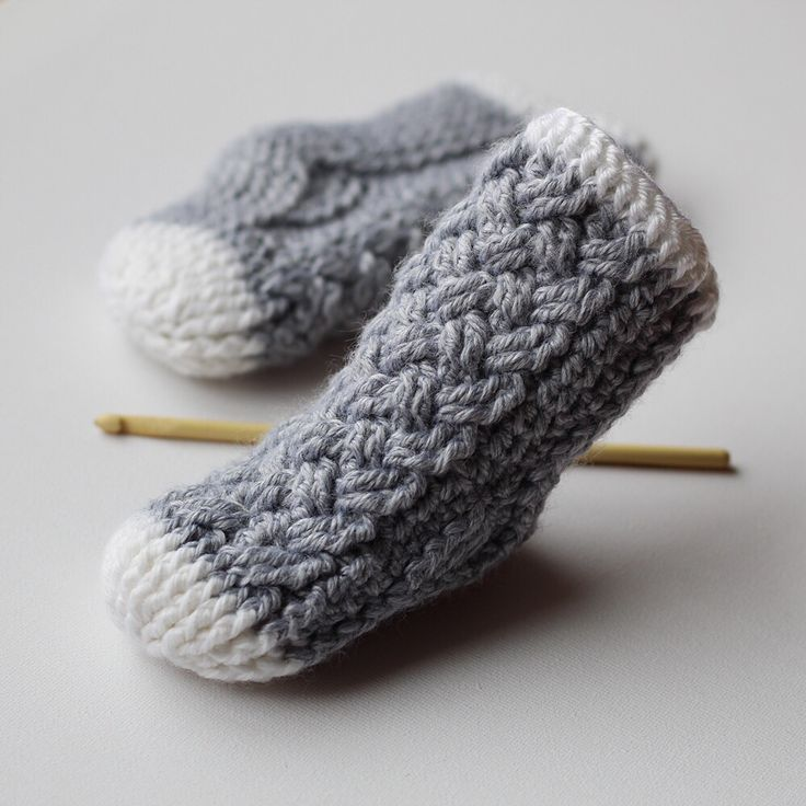 I'm swooning over these itty bitty #crocheted baby socks!! They have me dreaming of the days when my littles were this little (crochet pattern: 'Parker Cable Crochet Socks' available on Etsy, Ravelry, & Craftsy) #SocksCrochetPatterns