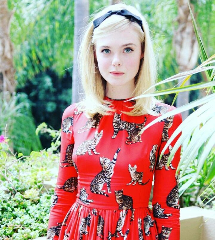"""Elle Fanning(Conyers.Georgia)Height: 5' 7¾"""" (1.72 m)"""