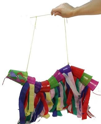 Manualidades veraniegas para niños/ dragon chino con vasos de plastico y papel de seda