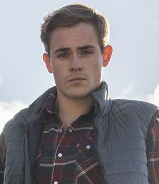Pin for Later: Here Are the Actors Playing Your Favorite Characters in the Power Rangers Reboot Dacre Montgomery as Jason Lee Scott (Red Ranger)