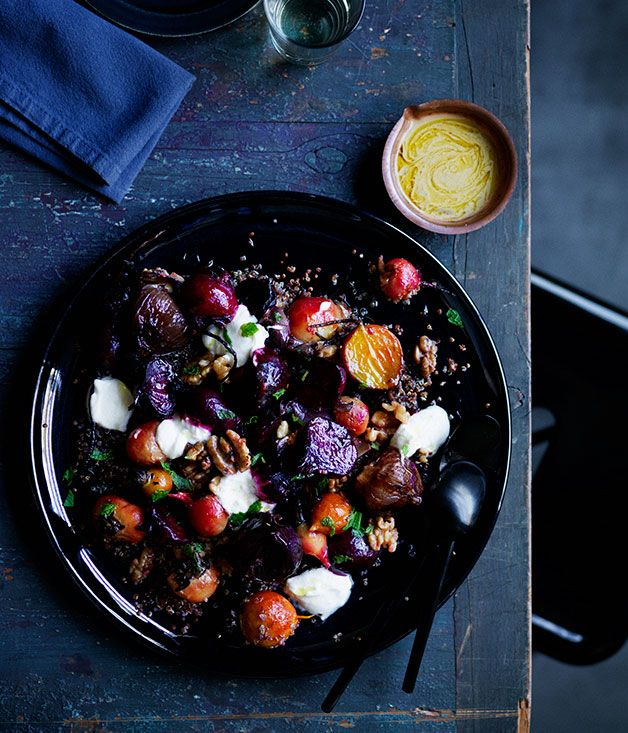Recipe for roasted beets and onions with yoghurt, quinoa and walnuts.