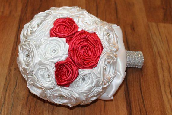 Blanco y rojo ramo ocultos de Mickey Disney boda por HeyBouquet