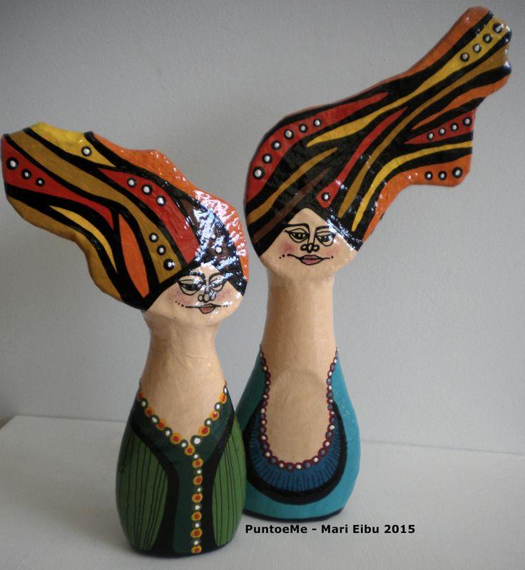 Ellas, mujeres de cartapesta.