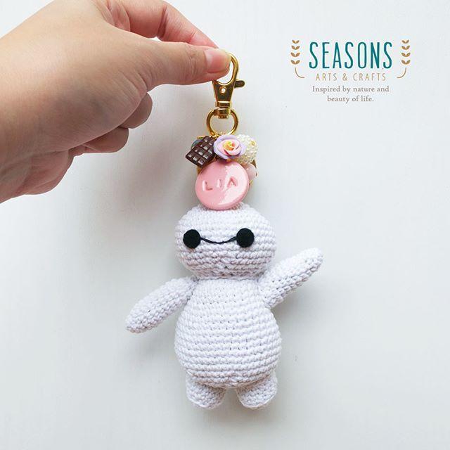 Now we have #baymax in action!  #customorder #custombagcharm #crochet #crochetdoll #amigurumidoll #baymaxdoll #plush…