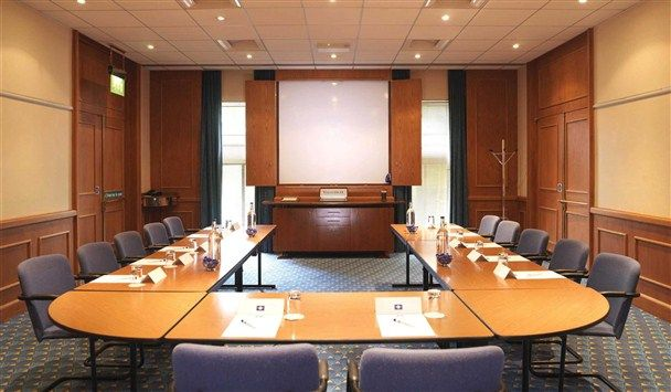 Meeting room setup styles google search banquet room for Conference room setup ideas