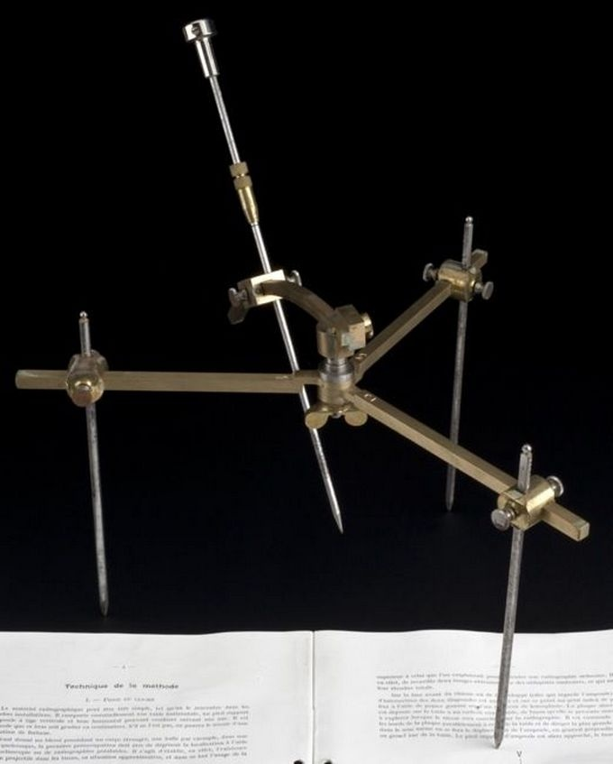 Hirtz Compass (1915)  The Hirtz compass was used to accurately determine where bullets were located in the body so that they could then be removed with precision.
