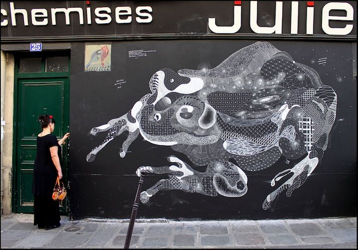 Paris-based Philippe Baudelocque takes chalk art to a whole new level.