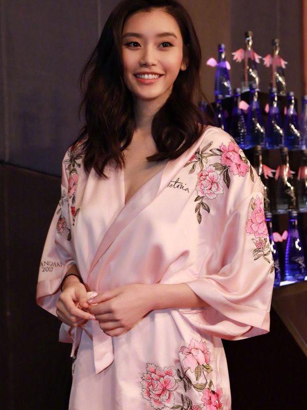 7999f83c60a Victoria s Secret Embroidered Chinese Silk Robe