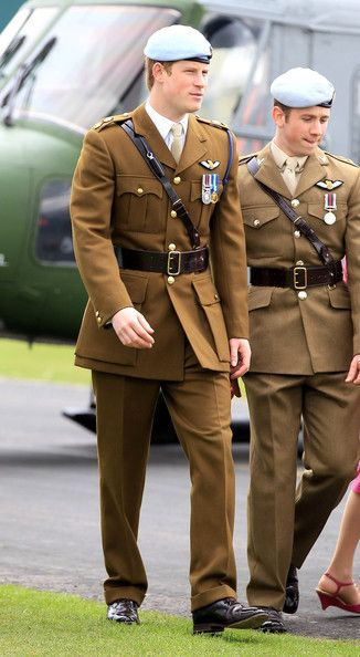 Prince Harry Photos - Prince Harry - Army Pilot's Course Graduation - Zimbio