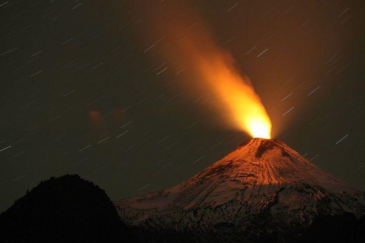 Vulcão chileno Calbuco entra em erupção após 40 anos
