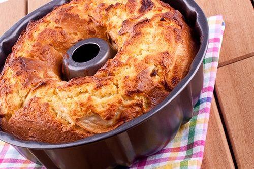Una torta a la que el yogur le aporta una textura suave y las manzanas una humedad equilibrada