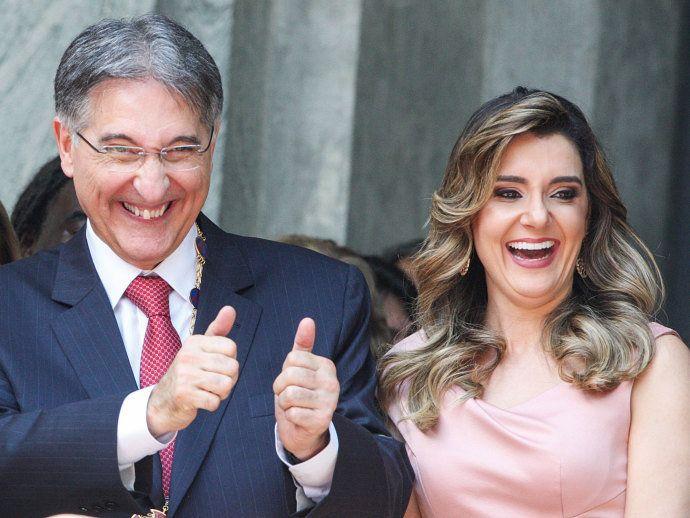 O governador mineiro Fernando Pimentel e a primeira dama Carolina de Oliveira: laços financeiros com o empresário Benedito de Oliveira