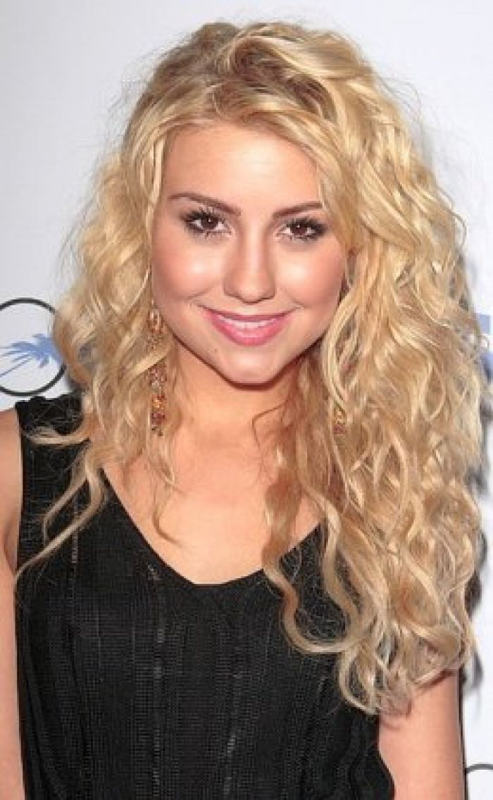 Chelsea Staub Long Layered Curly Hair Style Love The Color