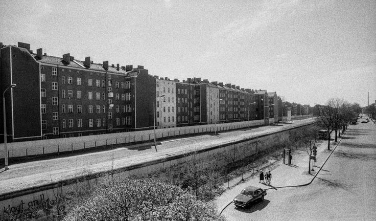 Fotoserie; Berlijn voor en na de val van de muur door Johan van Elk