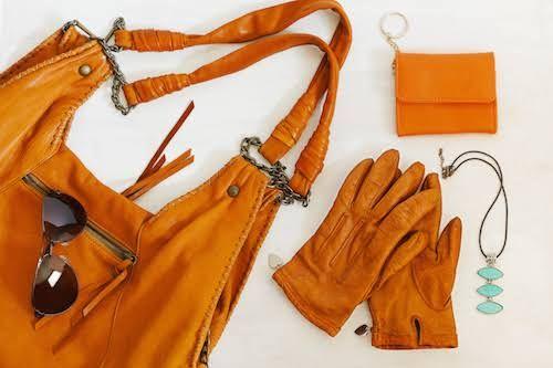 Le cuir est une matière noble qui mérite un soin particulier, qu'il s'agisse de vêtements et de chaussures ou de canapés et de fauteuils. Découvrez comment nettoyer, entretenir, nourrir et réparer le cuir avec des produits naturels.