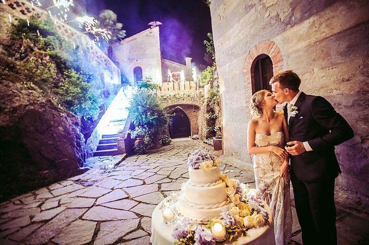 CASTELLO DI GROPPARELLO MAGIC MOMENT OF WEDDING CAKE