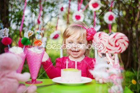 Happy girl with birthday cake — Stock Image #13100101