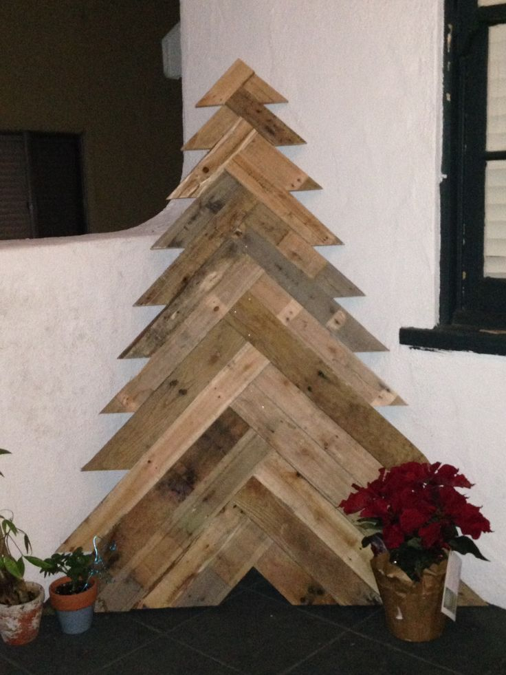 Dkcc repurposing using slats from a wood pallet dckk made Christmas trees made out of wood