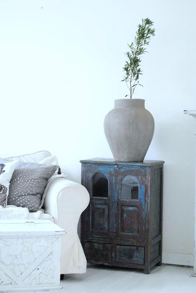 Indiskt skåp , lerkruka , tine k , day home , Livingroom , vitrinskåp , stilrent , bohemiskt , pbhome , inspiration , usoinredare Www.usoinredare.blogg.se