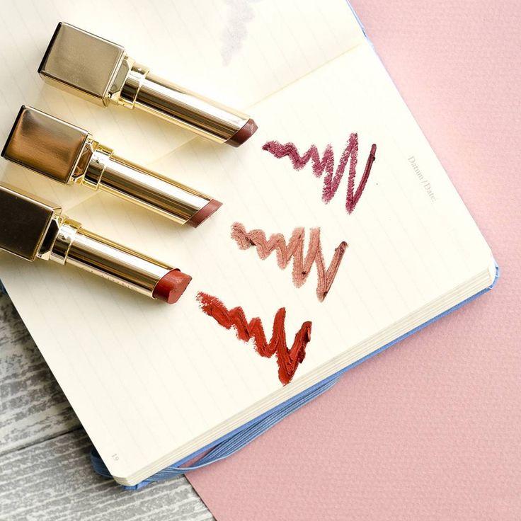 Питательная помада 💄 #RougeEclat от #Clarins создана для самых соблазнительных поцелуев 💋. Нежная кремовая текстура, сияющие насыщенные оттенки, ощущение полного комфорта – идеальный аксессуар в Вашей косметичке! Осталось выбрать цвет: juicy clementine, nude rose или pink cherry. Какой нравится Вам? www.letu.ru
