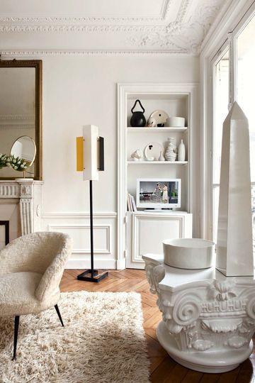 Trim + Ceiling Crown Des matériaux doux qui contrastent avec la faïence - Raviver un appartement haussmannien - CôtéMaison.fr