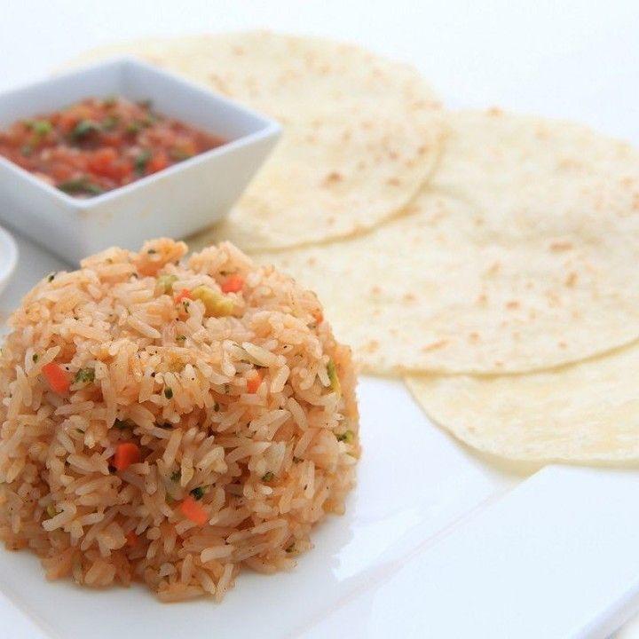 مطبخ سيدتي On Instagram حضري الأرز المكسيكي بالخضار بطريقة ولا أطيب المقادير زيت الزيتون 3 ملاعق كبيرة بكر الجزر 2 حبة كبير الحجم م Riz Mexicain