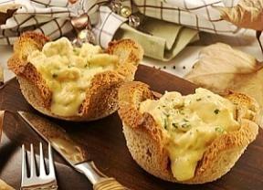 Rendimento6 porções Ingredientes- 6 fatias de pão de forma integral - 2 colheres (sopa) de óleo - 1 cebola pequena picada - 3 dentes de alho p ...