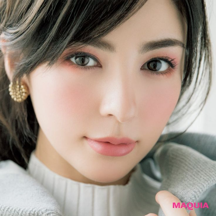 Her skin is gorgeous   YSLの先取り春パレットで可憐な女子ウケメイクもお手のもの