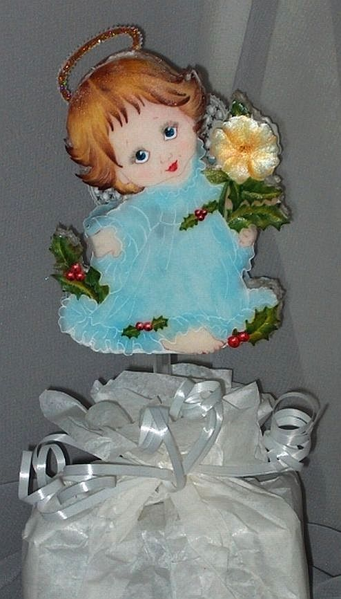 My first SERIOUS attempt at face and hair painting, this little angel being part of a Christmas table decoration gift.