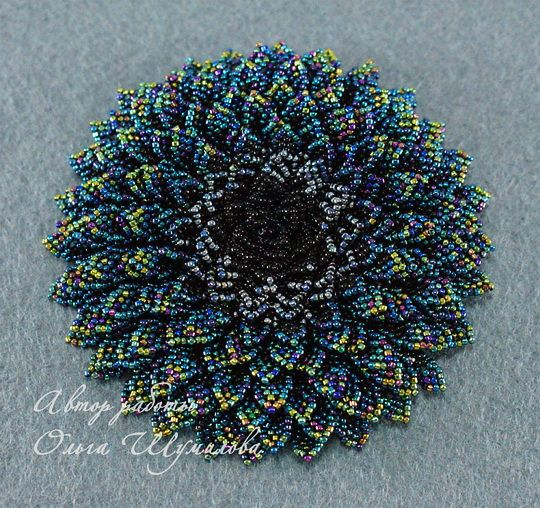 Olga Shumilova is extra talanted russian beadwork artist. She makes amazing and unique beaded accessories