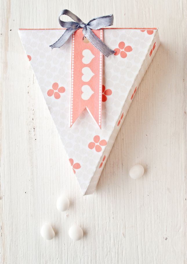 Send your guests home with a piece of pie in this printable box.