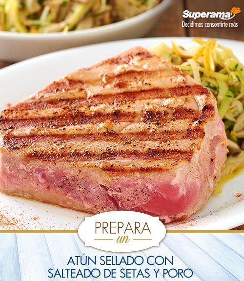 En una sartén caliente agrega 2 cdas. de aceite de oliva, 1 ajo picado, 1 tz. de poro en tiras  y cocina por 4 min. Incorpora 1 ½ tzs. de setas en rebanadas, 1 cda. de ralladura de naranja, salpimienta y cocina 4 min. más; agrega 1 cda. de perejil picado, mezcla bien. Sazona con sal, pimienta y páprika 2 filetes de atún fresco de 200 g y sella por ambos lados en una sartén caliente con 1 cda. de aceite de oliva. Sirve una porción del salteado y a un lado el atún sellado.