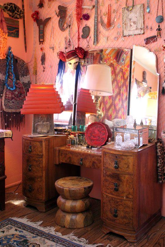 pink: House Tours, Vintage Vanities, Dresses Tables, Vintage Bohemian, Wall Color, Dressers, Boho, Bohemian Home, Stools
