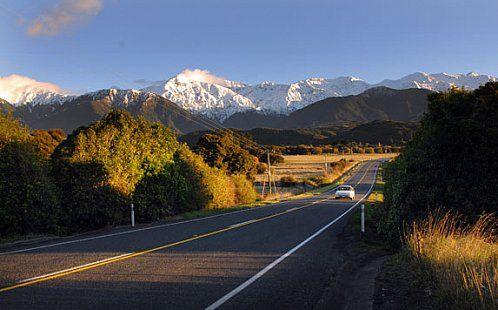 Новая Зеландия — волшебная мечта автотуристов. За пределами крупных городов дороги тут часто пустынны на многие километры вперед. Милфорд Роуд (Milford Road), ведущая из городка Те-Анау (Te Anau) в Национальный парк Фьордленд (Fiordland National Park) - одна из самых живописных дорог Южного острова.  Ahipara Luxury Travel New Zealand #новаязеландия #южныйостров #милфорд #теанау #достопримечательности