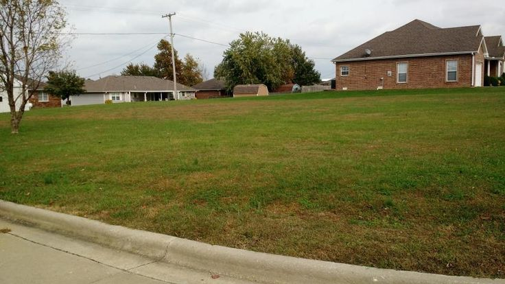 Over sized corner lot in Southtown 2 in Bolivar MO